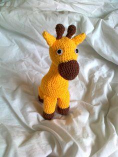 Nu är mönstret klart och det blev en liten(14 hög sittande utan öron och horn inräknade) Giraff! Hoppas ni gillar mönstret, det är väldigt e...