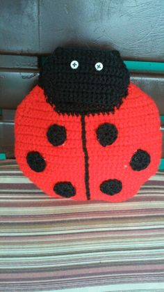 Mochila de lady bug a crochet para toddlers