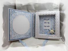 Et dåpskort som er laget som et bokkort. Hvit kartong og Papirdesign sitt mønsterark. Jeg har brukt forskjellige dies med søm. Pyntet med...