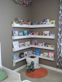 Awesome corner usage. Easy for kids to see what books to choose from.