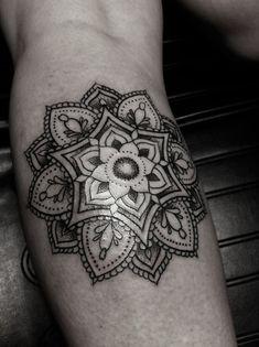Bilderesultat for seven chakra mandalas tattoos Girly Tattoos, New Tattoos, Mandala Foot Tattoo, Yoga Tattoos, Tatoos, Chakra Tattoo, Sibling Tattoos, Henna Art, Get A Tattoo