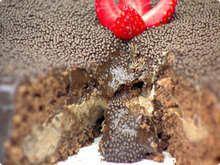 Bolo de Chocolate Recheado de Forno -  molhadinho em cima, fofinho embaixo e com a cobertura crocante;