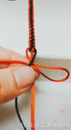 Diy Friendship Bracelets Tutorial, Diy Bracelets Easy, Braided Bracelets, Friendship Bracelet Patterns, Bracelet Tutorial, Diy Crafts Jewelry, Bracelet Crafts, Diy Bracelets Patterns, Make Your Own Bracelet