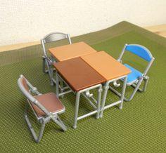 エポック社のカプセルトイ「学校の机と椅子」の出来栄えが素晴らしい! これで教室ごっこが捗るぞ~ッ!!   ロケットニュース24