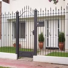 Resultado de imagen para rejas para frente Iron Gate Design, House Gate Design, Fence Design, Casa Patio, Grades, Ideas Para, Pergola, Outdoor Structures, Landscape