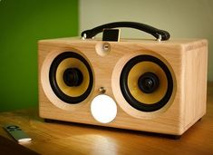 Some guy at my pool made one of these - Thodio iBox Portable iPod Speaker Best Wireless Speakers, Ipod Speakers, Wireless Speaker System, Sound Speaker, Diy Speakers, Portable Speakers, Bluetooth Amp, Radios, Wooden Speakers