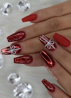 Christmas Gel Nails, Holiday Nail Art, Christmas Nail Art Designs, Winter Nail Art, Christmas Makeup, Xmas Nail Art, Nail Designs For Christmas, Easy Christmas Nail Art, Holiday Acrylic Nails