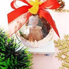 """Sabrina Novaes Handmade no Instagram: """"Boas novas para a semana que está começando! Bolinhas de Natal personalizadas com uma foto na frente e uma arte linda atrás! Fica linda na…"""""""
