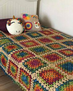 Point Granny Au Crochet, Crochet Ripple Blanket, Crochet Bedspread, Crochet Blanket Patterns, Motifs Granny Square, Granny Square Crochet Pattern, Crochet Squares, Crochet Hello Kitty, Crochet Afgans