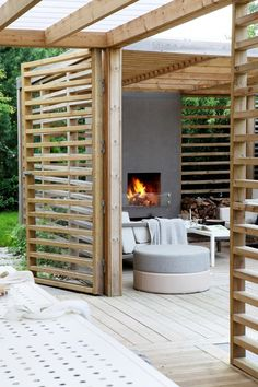 Making a patio can be a great idea to improve the look of your outdoor living space, both for the front and backyard. Casa Patio, Pergola Patio, Backyard Patio, Backyard Landscaping, Pergola Kits, Corner Pergola, Small Pergola, Small Patio, Outdoor Rooms
