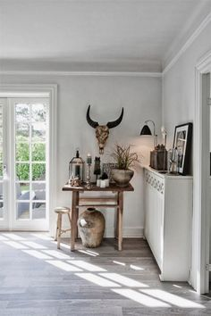This Danish house is just beautiful. I love the mix of natural elements and colours and all the ethnic decor items. I have recently bec. Grey Hardwood Floors, Hardwood Floor Colors, Wood Flooring, Skandinavisch Modern, Modern Rustic, Interior Styling, Interior Design, Ethnic Decor, White Rooms