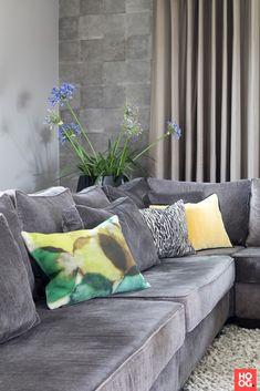 grijze loungebank Villa, Couch, Throw Pillows, Bed, Furniture, Design, Home Decor, Inspireren, Studio