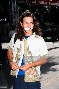 Eddie Vedder of Pearl Jam during 1992 MTV Video Music Awards in Los Angeles, California, United States. Get premium, high resolution news photos at Getty Images Marcus Mumford, Adam Clayton, Roger Daltrey, Sean Penn, Lollapalooza, Chris Martin, Tom Petty, Mtv Video Music Award, Music Awards