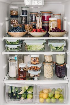 I don't know where to look first with this healthy and deliciously organized fridge shared by They say you eat what you see. Prioritizing healthy foods at an easy to see and in an easy to eat way will… Continue Reading → Kitchen Organization Pantry, Refrigerator Organization, Home Organisation, Organized Fridge, Organization Ideas, Fridge Storage, Healthy Fridge, Clean Eating, Healthy Eating