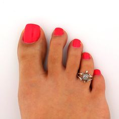 To buy for me de Marta en Etsy Jewelry Accessories, Women Jewelry, Unique Jewelry, Toe Ring Designs, Sterling Silver Toe Rings, Turtle Jewelry, Bare Foot Sandals, Ankle Bracelets, Diamond Are A Girls Best Friend