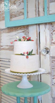 Wild Strawberry Cake.  Foxtail Bakeshop. Bend Oregon Wedding Cakes www.foxtailbakeshop.com