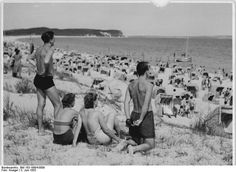 Lovely day on the beach - German Federal Archived Photos of Old Germany
