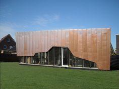 Villa Bauma en Assen, Países Bajos. La fachada y la cubierta están revestidas con cobre | BRT Architecten. #arquitecturacobre