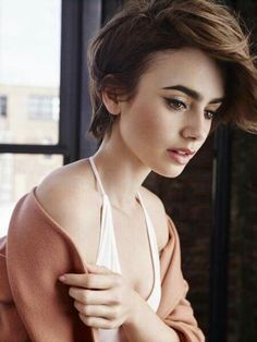 Lily Collins Updo für kurze Haare - All For Bob Hair Trending Pixie Hairstyles, Pretty Hairstyles, Hairstyle Ideas, Pixie Haircuts, Braid Hairstyles, Celebrity Hairstyles, Hair Inspo, Hair Inspiration, New Hair