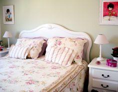 cama cottage branca!  http://casamenteiras.com.br/2010/12/07/quartos-no-estilo-provencal-e-cottage/