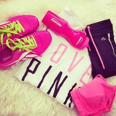 Nike womens running shoes are designed with innovative features and technologies to help you run your best, whatever your goals and skill level. Cute Workout Outfits, Workout Attire, Workout Wear, Cute Outfits, Reebok, Looks Academia, Academia Fitness, Nike Free Runners, Nike Workout