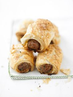 "Totally Lazy Mini Sausage Rolls Recipe from Lorraine Pascale of Simply Baking: To guarantee your sausage does not escape its roll during cooking, the sausage ""skin"" can be slipped off before encasing it in pastry. Puff Pastry Appetizers, Appetizer Recipes, Puff Pastries, Easy Christmas Dinner, Christmas Baking, Xmas, Easy Holiday Recipes, Christmas Recipes, Christmas Ideas"
