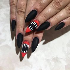 How amazing is this vampire teeth nail art for a Halloween manicure?!