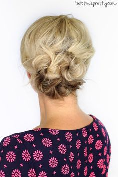 Is this not the cutest updo?  Takes less than five minutes and is perfect for short hair   Twist Me Pretty