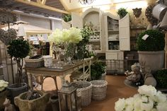 Garden Center, setting and furnishing complements country