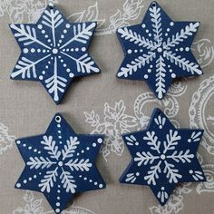 Christmas Ornament Crafts, Clay Ornaments, Christmas Wreaths, Christmas Crafts, Christmas Decorations, Snowflake Images, Arts And Crafts, Diy Crafts, Fire Art