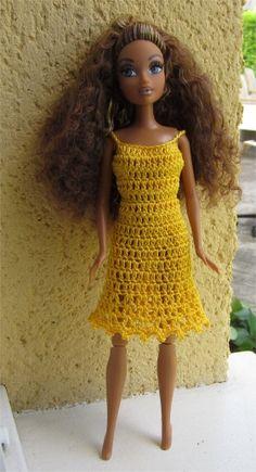 Je vous propose aujourd'hui une variation du modèle de robe pour Barbie que je vous ai présenté dimanche                    Je vous propo...