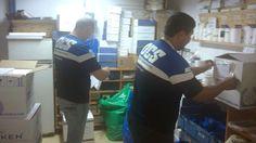 Przygotowanie paczek jak widać jest zajęciem pracochłonnym. Każda paczka musi mieć swoją sygnaturę itp, aby można było śledzić proces wysyłki.