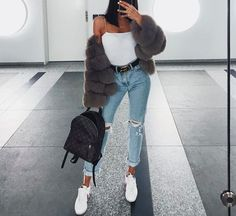 If you're looking for girls outfits, you should definitely make sure that you do some looking around online before making your final choice to shop in a shop. This super casual outfit is quite simple to accomplish but still appears… Continue Reading → Mode Outfits, Trendy Outfits, Winter Outfits, Fashion Outfits, Womens Fashion, Fashion Trends, Airport Outfits, Fashion Ideas, Fashion Styles