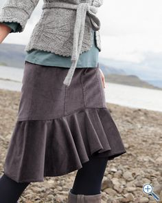 love the idea of this skirt... now just need to find a pattern to make it!