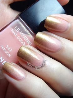 Nails. Fashion. Nail Art. Nail Polish. Style. Nail Design. Manicure. Style. Ombre. Gradiente. Gold, pink, simples. CHANEL.