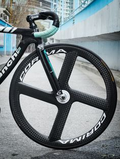 Fixed Gear Bike, Cycling Gear, Bmx, Factory Five, Cycling Motivation, Bike Design, Road Bikes, Bike Life, Sport Bikes