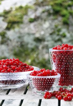 Vihma glass bowls blown by Marja Hepo-aho in Finland. Raspberry, Strawberry, Scandinavian Style, Finland, Glass Bowls, Dining, Fruit, Tableware, Food