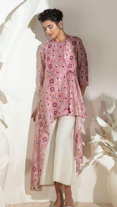 Ankur and priyanka Modis AMPM fashions – bestlooks Simple Kurti Designs, Kurta Designs Women, Stylish Dress Designs, Stylish Dresses, Blouse Designs, Dress Indian Style, Indian Fashion Dresses, Indian Designer Outfits, Pakistani Dresses Casual