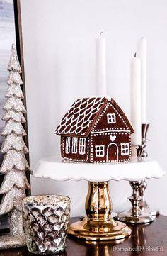 Classy Christmas, Christmas On A Budget, Christmas Home, Christmas Crafts, White Christmas, Christmas Mantles, Christmas Villages, Victorian Christmas, Christmas Trees
