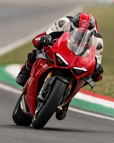Moto Ducati, Ducati Motorcycles, Yamaha, Ducati 1199 Panigale, Sport Bikes, Cool Bikes, Vehicles, Devil, Collection