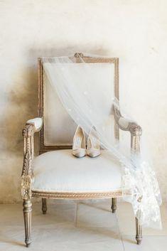 Photo gallery – Bridal Musings Romantic gold, gray and berry vineyard wedding inspiration Wedding Dress Trends, Wedding Shoes, Bridal Shoes, Gold Wedding, Chic Wedding, Wedding Hair, Dream Wedding, Fantasy Wedding, Timeless Wedding