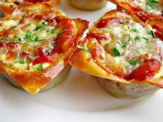 Mini lasagne w/ wonton wrappers Mini Lasagne, I Love Food, Good Food, Yummy Food, Tasty, Food Porn, Lasagna Cups, Lasagna Bites, Lasagna Recipes