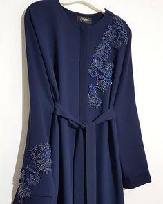 ferace abaya urunumuz renk lacivert modelimizin on kismi gizli citc - The world's most private search engine Abaya Fashion, Muslim Fashion, Modest Fashion, Fashion Dresses, Sleeves Designs For Dresses, Dress Neck Designs, Hijab Abaya, Mode Abaya, Iranian Women Fashion