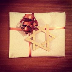 Ispinner ass. Min nye favoritt #DIY Nye, Gift Wrapping, Gifts, Presents, Wrapping Gifts, Gifs, Gift Packaging, Present Wrapping, Gift