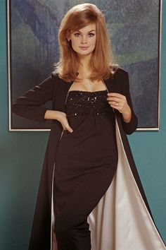 We'll take Manhattan (2012): ana_lee — ЖЖ Sixties Fashion, Vogue Fashion, Style Fashion, Jean Shrimpton, Scarf Top, Women's World Cup, British Style, Evening Gowns, Cold Shoulder Dress