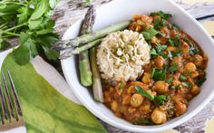Cinnamon-Spiced Chana Masala [Vegan] - One Green PlanetOne Green Planet Coconut Lentil Soup, Lentils And Quinoa, Red Lentil Soup, Vegan Soup, Vegan Indian Recipes, Vegetarian Recipes, Vegan Dinners, Chana Masala, Whole Food Recipes