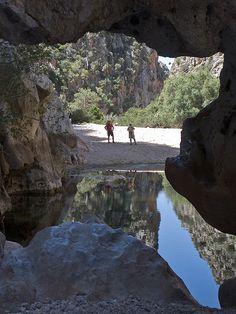 Una playa encerrada entre acantilados de 200 metros en Mallorca (Sa Calobra) - Viajes - 101lugaresincreibles -