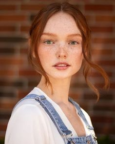 Redhead Characters, Freckles Girl, Dark Brunette, Hottest Redheads, Woman Face, Black Girl Magic, Girl Pictures, Red Hair, Beauty Women
