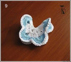 TRICO and crochet-madonna-mine: Techniques Crochet fabrics Crochet Fabric, Crochet Motif, Crochet Crafts, Crochet Stitches, Free Crochet, Crochet Patterns, Crochet Appliques, Crochet Butterfly, Butterfly Hair