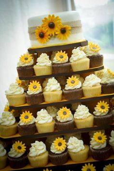 Adorable 101+ Country Rustic Sunflower Wedding Theme Ideas https://bitecloth.com/2017/07/18/101-country-rustic-sunflower-wedding-theme-ideas/